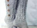 Вяжем стильные носки с пуговицами.
