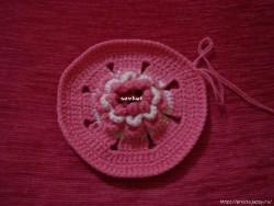 Объемный цветок крючком — пошагово.