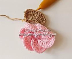 Цветок крючком — мастер класс от Silvia Gramani.