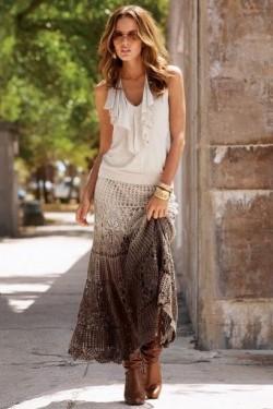 Вязанная ажурная юбка — женственно и нежно.