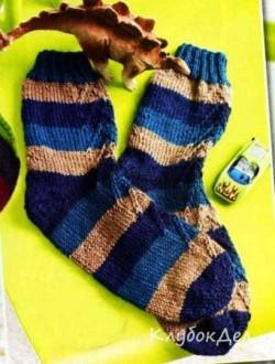Носочки для мальчика в полоску. Вязаные носки для мальчиков