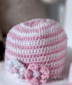 Бело-розовая шапочка крючком. Шапки для новорожденных