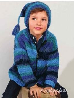 Вязаный жакет и шапка с рельефным узором для мальчика крючком