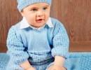 Вязаный спицами комбинезон и шапочка для новорожденных
