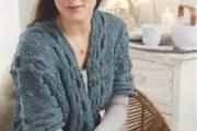 Жакет свободного покроя связанный спицами